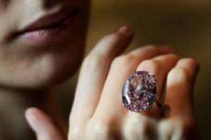 The Pink Star, all'asta il diamante da 60 carati (foto Ansa)
