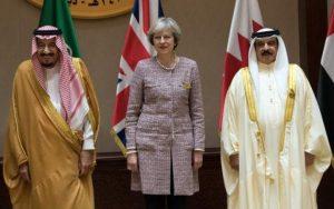 Theresa May rifiuta regole islamiche: a Riad senza velo