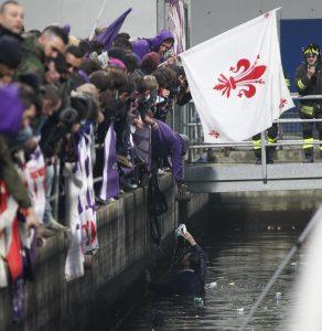 Marco Ficini, tifoso della Fiorentina, è morto: fuggiva da scontri di Lisbona