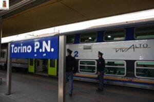 Treno Ventimiglia-Torino, passeggeri in ostaggio per 5 ore di una gang di magrebini