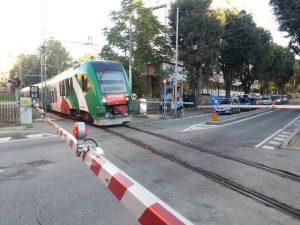 Bologna, donna muore investita da un treno