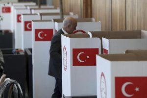 Turchia, arrestati sospetti membri di Isis: preparavano attentato al referendum
