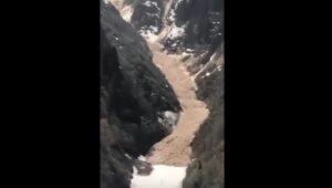 Turchia: valanga neve, pietre e fango si staccano dalla montagna