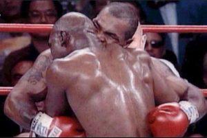 Bagheria. Caccia all'aggressore che ha staccato l'orecchio di un uomo a morsi come Mike Tyson