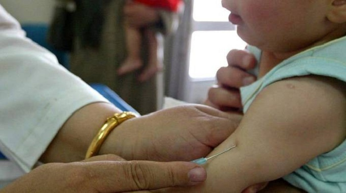 Infermiera fingeva di vaccinare i bambini e poi gettava le fiale