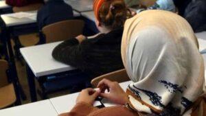 Islam, a Siena picchia e azzoppa figlia che non vuole velo: arrestato