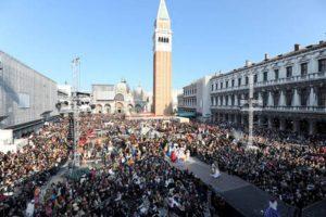 """Venezia prova a """"fermare"""" i turisti con i conta-persone"""