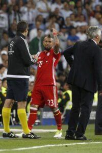 Vidal e Lewandowski furiosi nello spogliatoio dell'arbitro Kassai: ci vuole la polizia per fermarli