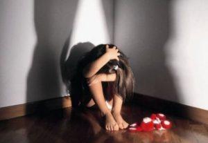 Ragusa, da anni abusava della bimba figlia della convivente: fermato