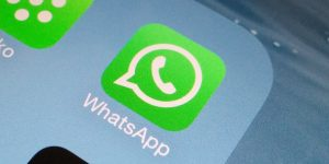 WhatsApp segue Facebook Messenger: scambio di soldi via chat