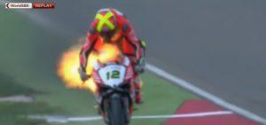 Superbike, va a fuoco la Ducati di Xavi Fores