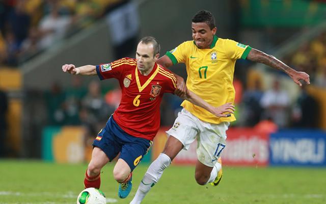 Dani Alves chiama Iniesta (alla Juve). E lui: