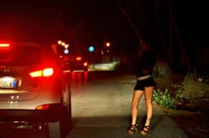 Pescara, prostituta affetta da Hiv e epatite C: Polizia avvisa clienti