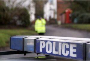 Inghilterra, 16enne entra nel negozio di kebab: 4 immigrati la stuprano