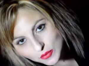 Lucia Caruso è morta, la cantante neomelodica si è lanciata dal palazzo