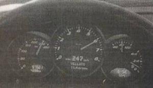 Su Facebook posta foto mentre guida a 247 km/h. Assolto dal giudice di pace