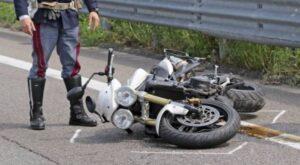 Milano, si schianta con la moto rubata: muore 18enne