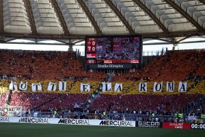 Francesco Totti e i tifosi in lacrime, addio emozionante all'Olimpico