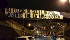 """Roma, manichini De Rossi, Nainggolan e Salah impiccati: """"Dormite con la luce accesa"""""""