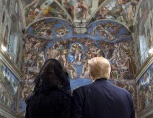 YOUTUBE Donald Trump e Melania visitano la Cappella Sistina dopo incontro col Papa