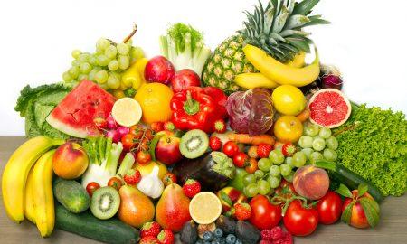 Frutta e verdura, come si conservano: patate vicino le mele, fragole con aceto... VIDEO