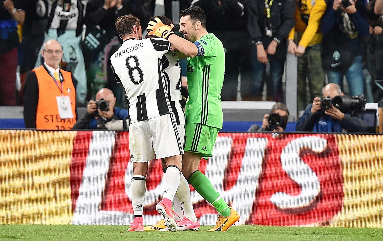 Juventus in finale di Champions League, Dani Alves stende il Monaco