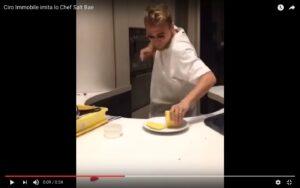 """YouTube, Ciro Immobile taglia ananas sulle note di """"Despacito"""""""