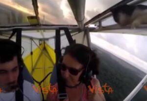 YOUTUBE Gatto in volo: pilota di ultraleggero si accorge del passeggero clandestino