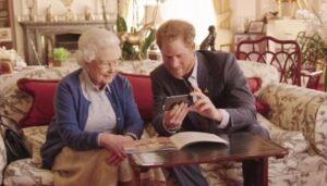 La regina Elisabetta su Facebook: ha un account personale segreto