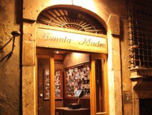 """Roma, ristorante dei vip """"Assunta Madre"""" sequestrato, arrestato il titolare"""