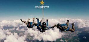 """""""Folgore no Limits"""": Matteo Fanchini, atleta non vedente, si lancia col paracadute VIDEO"""