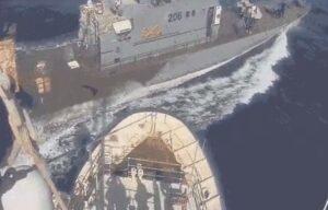 VIDEO Migranti, scontro sfiorato tra nave ong Sea Watch e Guardia costiera libica
