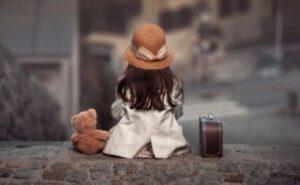 Francia, bimba di 4 anni scappa di casa in pigiama per raggiungere il fidanzatino