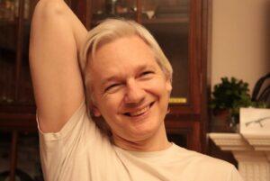 Julian Assange assolto in Svezia dall'accusa di stupro