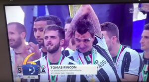YouTube, Mandzukic 'schiaffo' a Pjanic dopo scudetto (VIDEO)