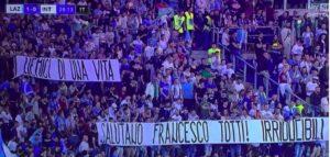 """Lazio, """"Gli Irriducibili"""" omaggiano Francesco Totti con striscione"""