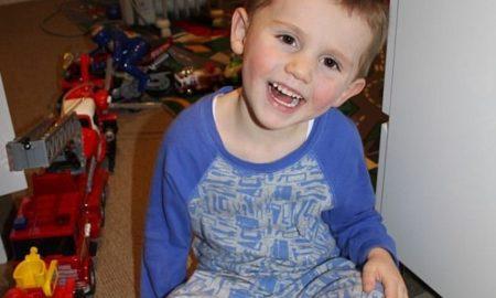 YOUTUBE William Tyrrell rapito a 3 anni nel giardino della nonna. Caccia al pedofilo