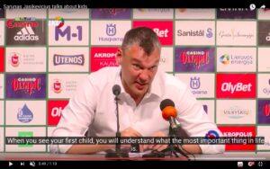 """YOUTUBE Šarūnas Jasikevičius al giornalista: """"Niente è più importante di un figlio"""""""