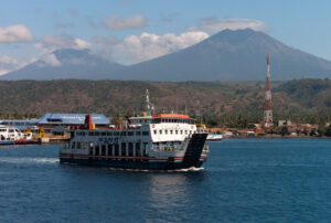 Indonesia, traghetto prende fuoco: 5 passeggeri morti