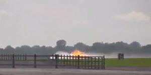 Aereo prende fuoco durante l'atterraggio