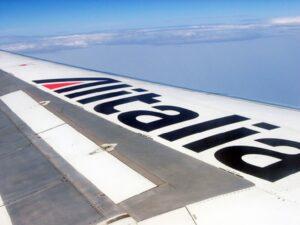 Alitalia c'è una trappola: il prestito che non merita. Tricolore su ali non serve