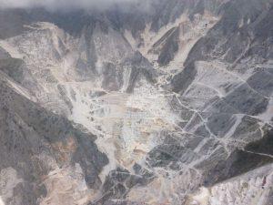 Paolo Mangili muore cadendo per il terreno bagnato sulle Alpi Apuane