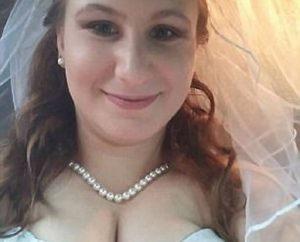 Amy Hammers, sposa da 2 settimane, arrestata. Menage con 2 colleghi su un ponte