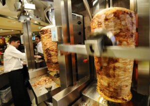 Venezia, giro di vite su pizzerie, street food e kebab