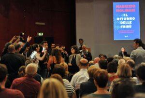 """Contestano Minniti al Salone del Libro e vengono allontanati: """"Razzisti"""""""