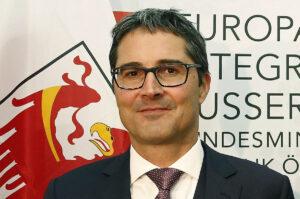 Bolzano, il presidente di Provincia guadagna quanto un Capo di Stato: 19mila€ al mese