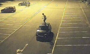 Rovigo, travolto dall'auto dell'amico: gravissimo. Ipotesi è car surfing
