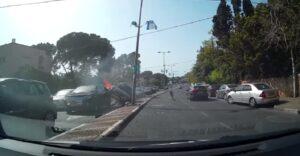 Audi perde controllo, finisce contro auto in fila e prende fuoco: VIDEO dashacam