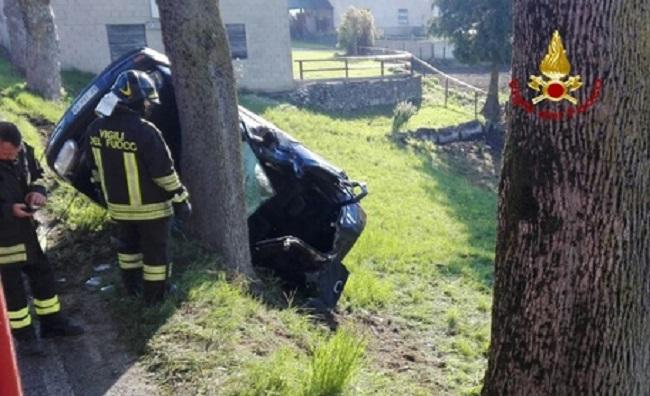 Auto contro albero, due morti sulla Casilina a Vairano Patenora (Caserta)