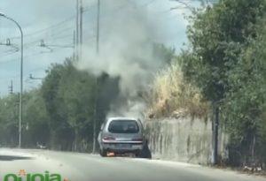 YOUTUBE Aversa, auto in fiamme: la Polizia salva tre bambini
